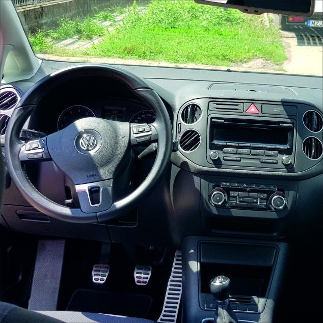 Volkswagen Golf Plus autóbérlés-debrecen-repülőtér-volkswagen-golf-plusz-4.jpg