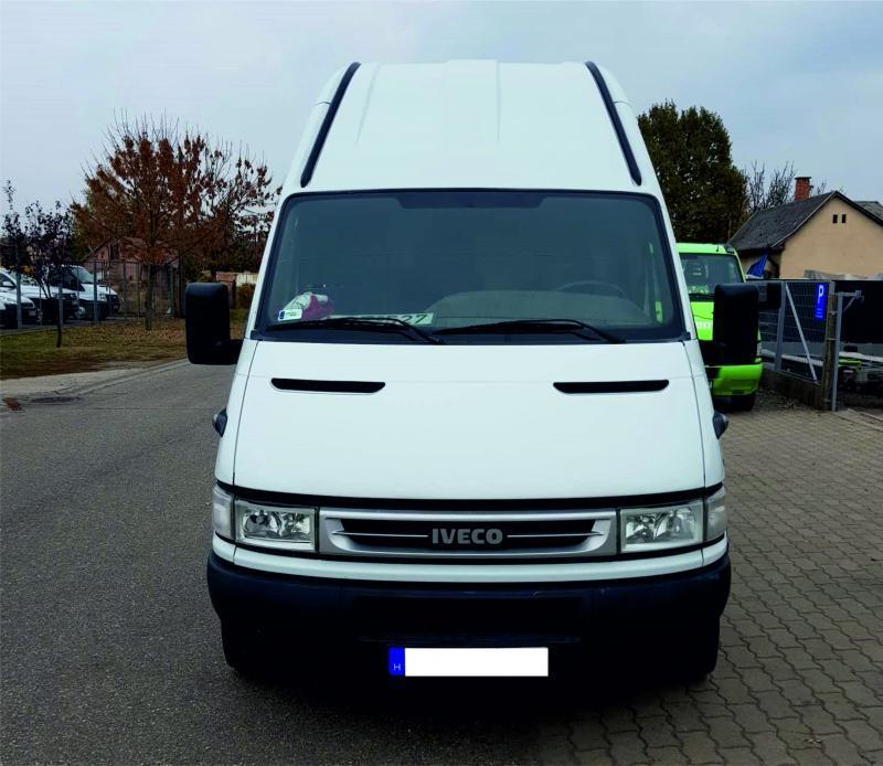 Iveco Daily iveco-teherauto-maxi-autoberles-debrecen-repuloter.jpg.jpg