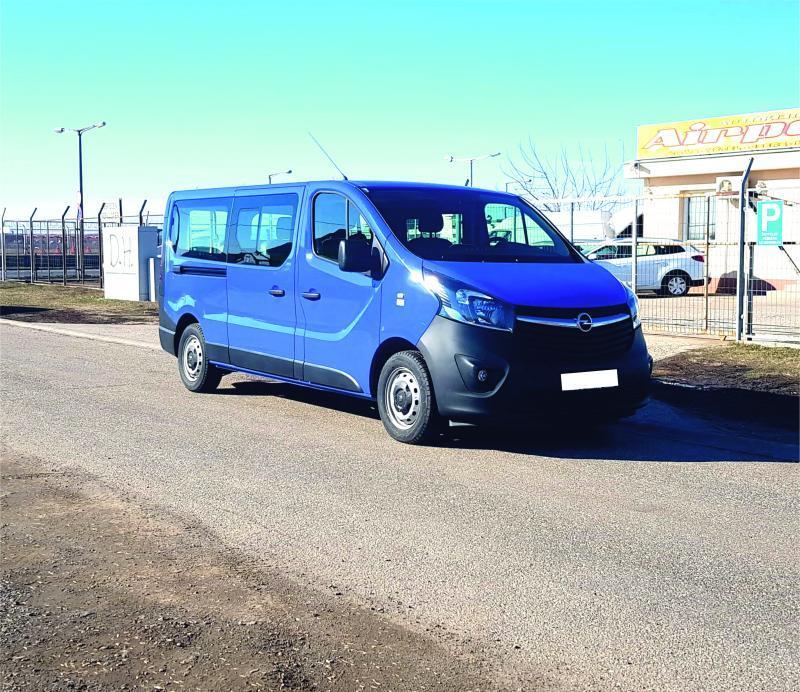 Opel Vivaro opel-vivaro-9-fős-kisbusz-autoberles-debrecen--repuloter2..v.jpg.jpg