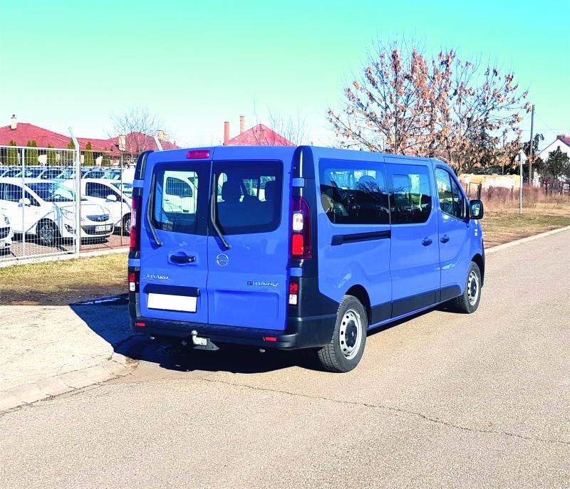 Opel Vivaro opel-vivaro-9-fős-kisbusz-autoberles-debrecen--repuloter3..v.jpg.jpg
