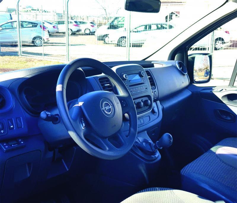 Opel Vivaro opel-vivaro-9-fős-kisbusz-autoberles-debrecen--repuloter4....v.jpg.jpg