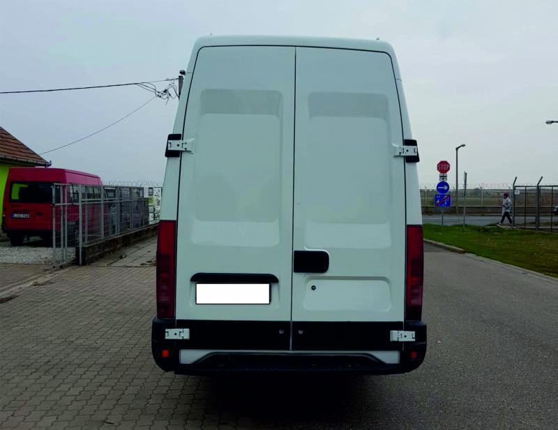 Iveco Daily iveco-teherauto-maxi-autoberles-debrecen-repuloter6.jpg.jpg